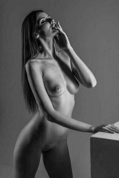 1_Weibliches-Model-Akt