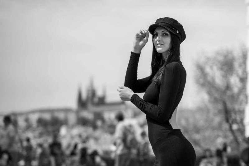 Gute-Aussicht-Portrait-Model-Prag-Frau