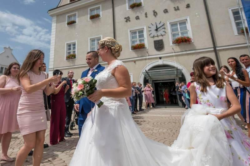 Auszug der Braut aus dem Standesamt