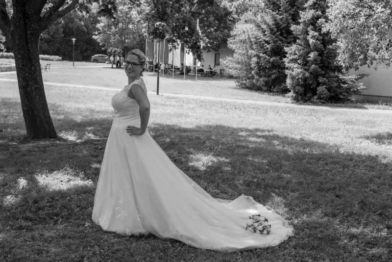 Die Braut in Schwarzweiß