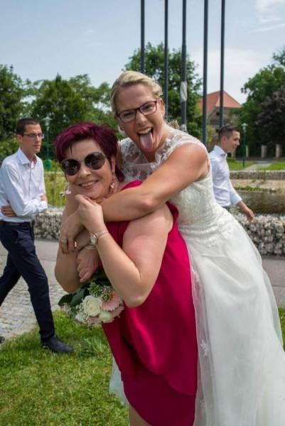 Die Braut mit Brautmutter